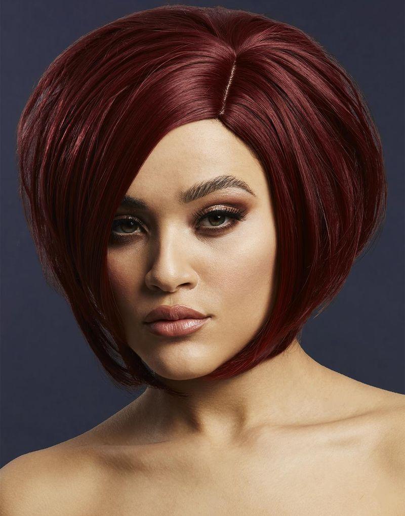Savanna Deluxe Wig - Kan Styles! - Mörkröd Peruk med Asymmetrisk Bob-Frisyr